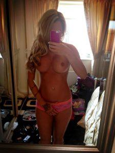 femme nue du 18 baise intense